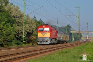 628 271 with a short passenger train in Gyor by morpheus880223