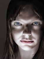 Spooky Face Light Play by tponder