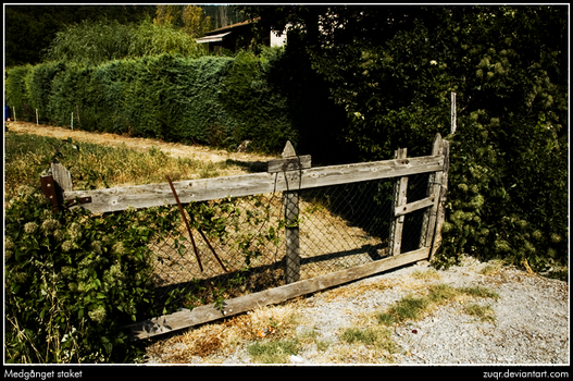 Worn fence by ZuqR