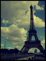 Paris: La Tour Eiffel by nightmare-anny