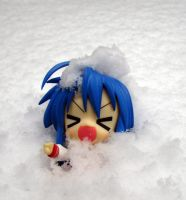 Konata accidentally fell in the snow by Kallian91