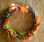 Wicker wreath with a floral accent by art-sisters