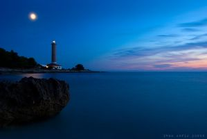 Light in the night by ivancoric