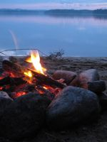 Bonfire by the lake by alicedecay