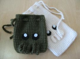 Cthulhu pouches by Minnake