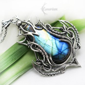 NARRAVILTH ORVIHX Silver and Labradorite by LUNARIEEN