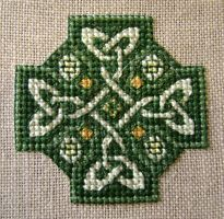 Celtic knot in green by CrazyFoxMoon