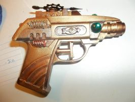 Steampunk hand gun by BlingKnyx