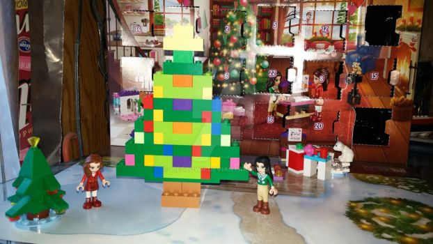 Lego Christmas Tree with Friends by pieclown