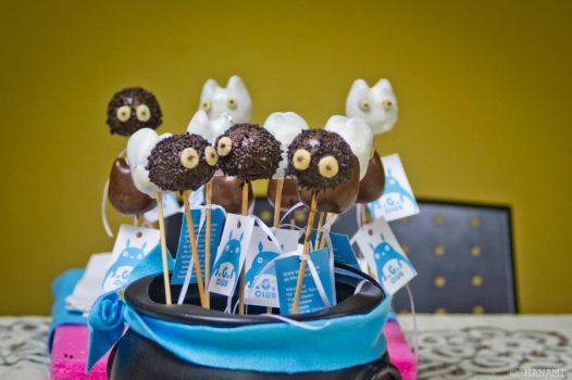 Totoro and Susuwatari Cake Pops by ShoujoSharingan
