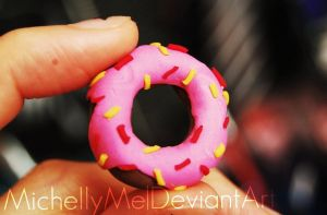 Doughnut Polymer-Clay Figure by MichellyMe