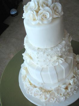 white wedding cake by Yellowmelle
