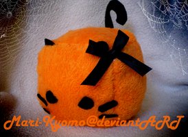 Halloween Kitty Cube Plush by Mari-Kyomo