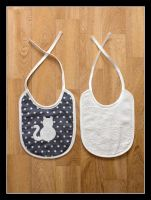 Baby bibs with cats by Kjiram