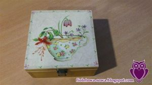 Tea box with teacup by Shadowisper