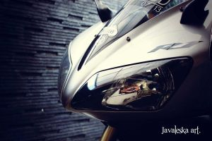 yamaha R1 by cencored12