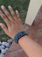 Metallic blue bead and chain handmade bracelet by Saloscraftshop