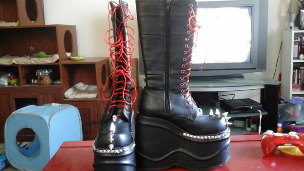 Goth boots by alwillia