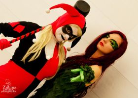 Harley Quinn and Poison Ivy cosplay. by MitsuYomi