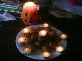 Halloweeny Ginger Cookies by littleblackmariah