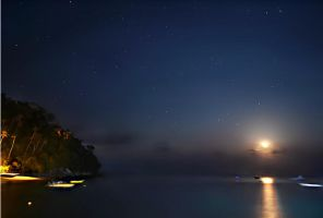 Moonset over the sea by Akai-Z