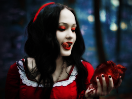 Snow White by ADiseaseOfTheMind