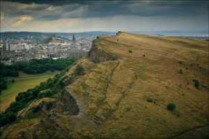 Salisbury Crags by tamaskatai