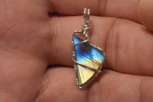 labradorite triangle pendant by lamorth-the-seeker