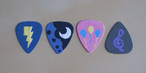 Pony Guitar Picks by Amandkyo-Su