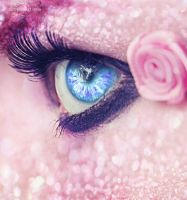 Pink eye by Azaelia-P