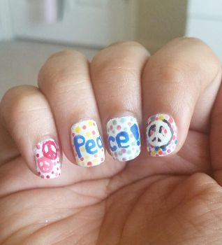 Peace Nailart by DyeritsoJazzy
