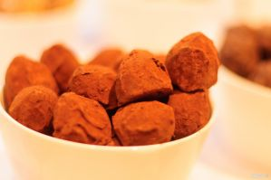 Cocoa Powder Truffles by KuroDot