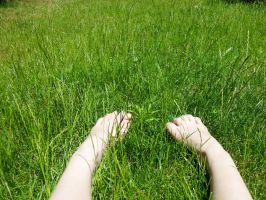 Grass that tickles the feet by lila-lolli-lola