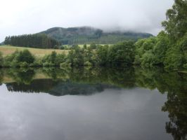 Pitlochry's  lake by Mesinha