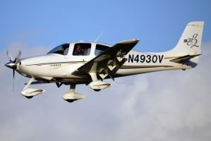 Cirrus SR-22 landing 2 by shelbs2
