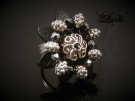 Flower coctail ring by Laurelis