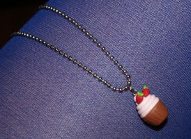 Cupcake necklace by Marietjee