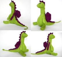 Stanley, the knitted dragon by thetypeofpony