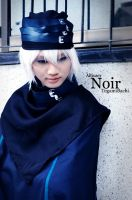 Noir - Letter Bee by Allisaer