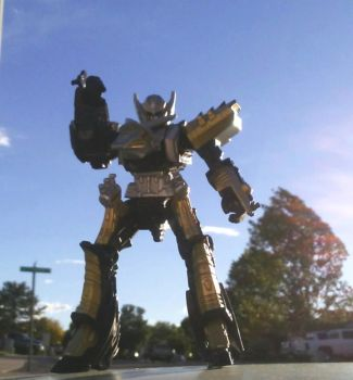 Strange Mecha sighted in my Neighboorhood! by Witchenboy13