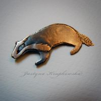badger brooch by szaranagayama