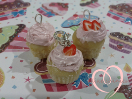 Strawberry scented cuppycake charms by ilikeshiniesfakery