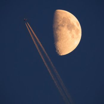 Fly me to the moon by Sesjusz