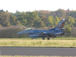 F-16 after landing by kaasjager