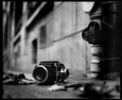 Rolleiflex on pavement by LEQUARK