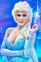Frozen Queen by GPhoenix