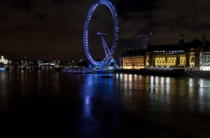 London by night 5 by LunaticDesire