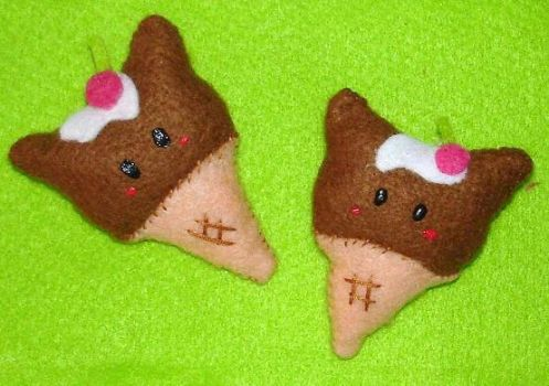 Icecream kitty brooch plushie by Kittyportugal