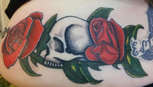 Skull and Roses by patchwork-steve