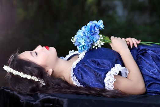 Snow White by Kendra-Paige